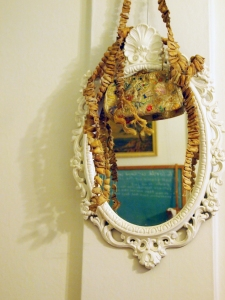 in situ mirror purse garland